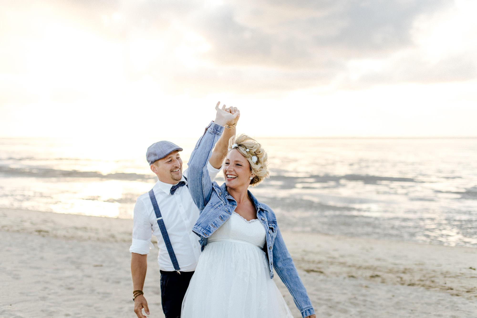 Hochzeitsreportage im Cuxhaven, Leuchtturm Dicke Berta, Hochzeitsshooting am Strand von Cuxhaven